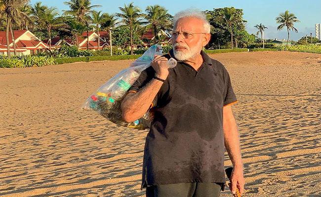 खुद प्लास्टिक की थैली में कचरा उठाते दिखे PM मोदी, लोगों ने पूछा- कितना फाइन हुआ ?